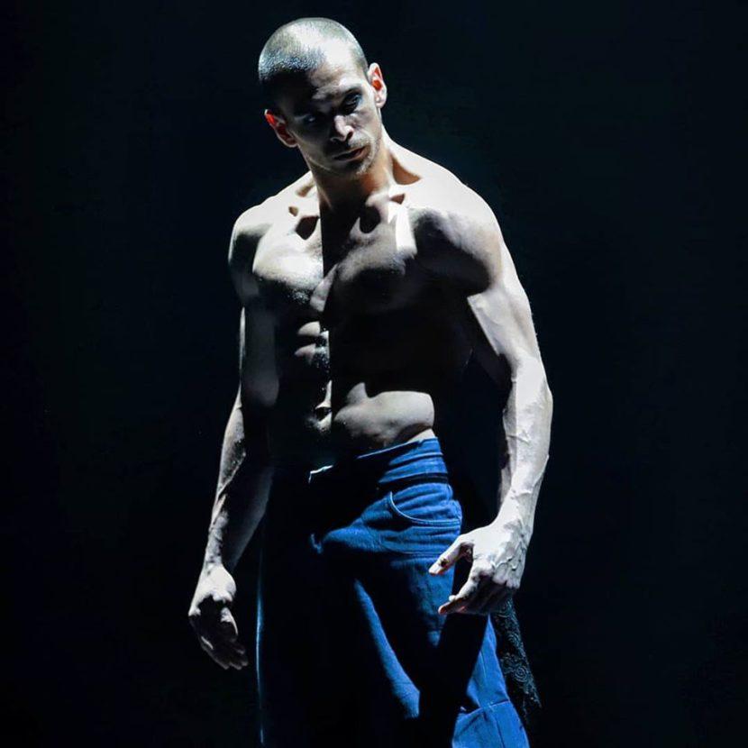 Antonio Parisi. Danzatore - Performer - Acrobata - breaker - compagnia Liberi Di...Physical Theatre Milano