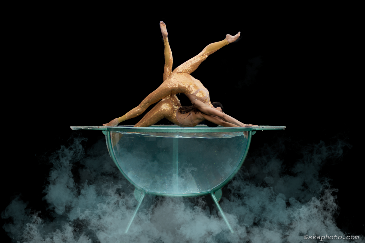 Liberi Di...Physical Theatre. Water Bowl Show. Compagnia acrobati Milano.