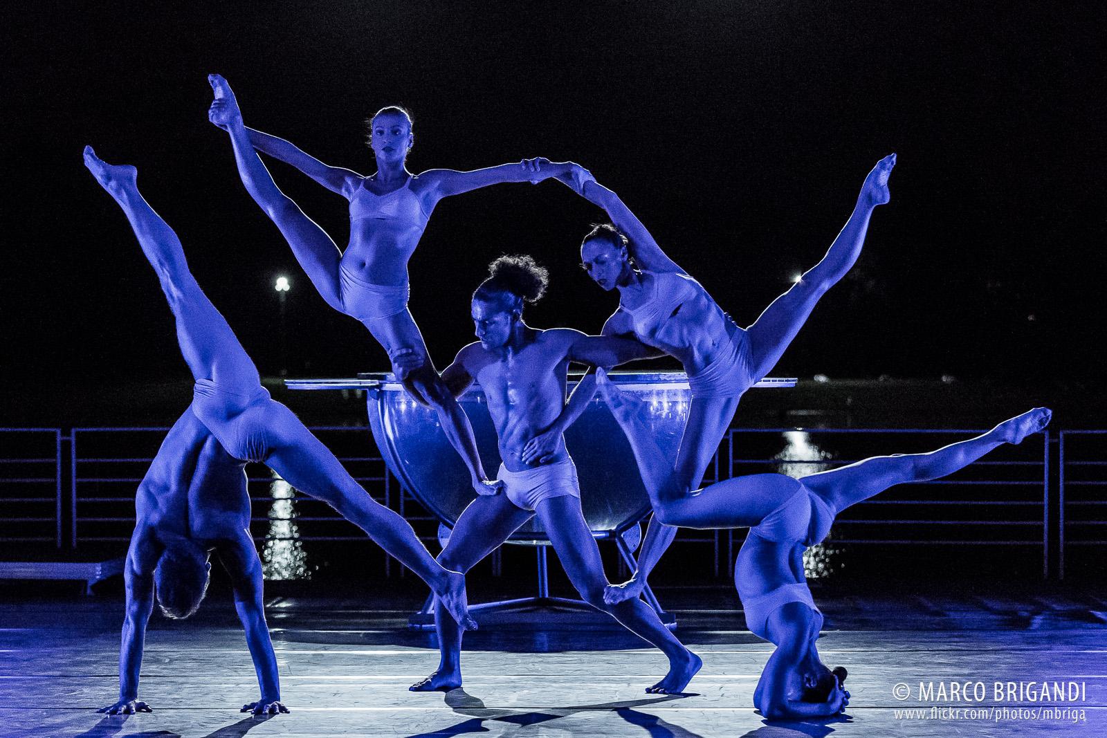 Liberi Di...Physical Theatre, spettacolo, acrobati, performer,milano