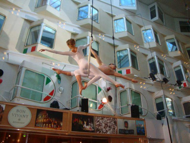 Costa Crociere spettacolo della compagnia Liberi Di...Physical Theatre.